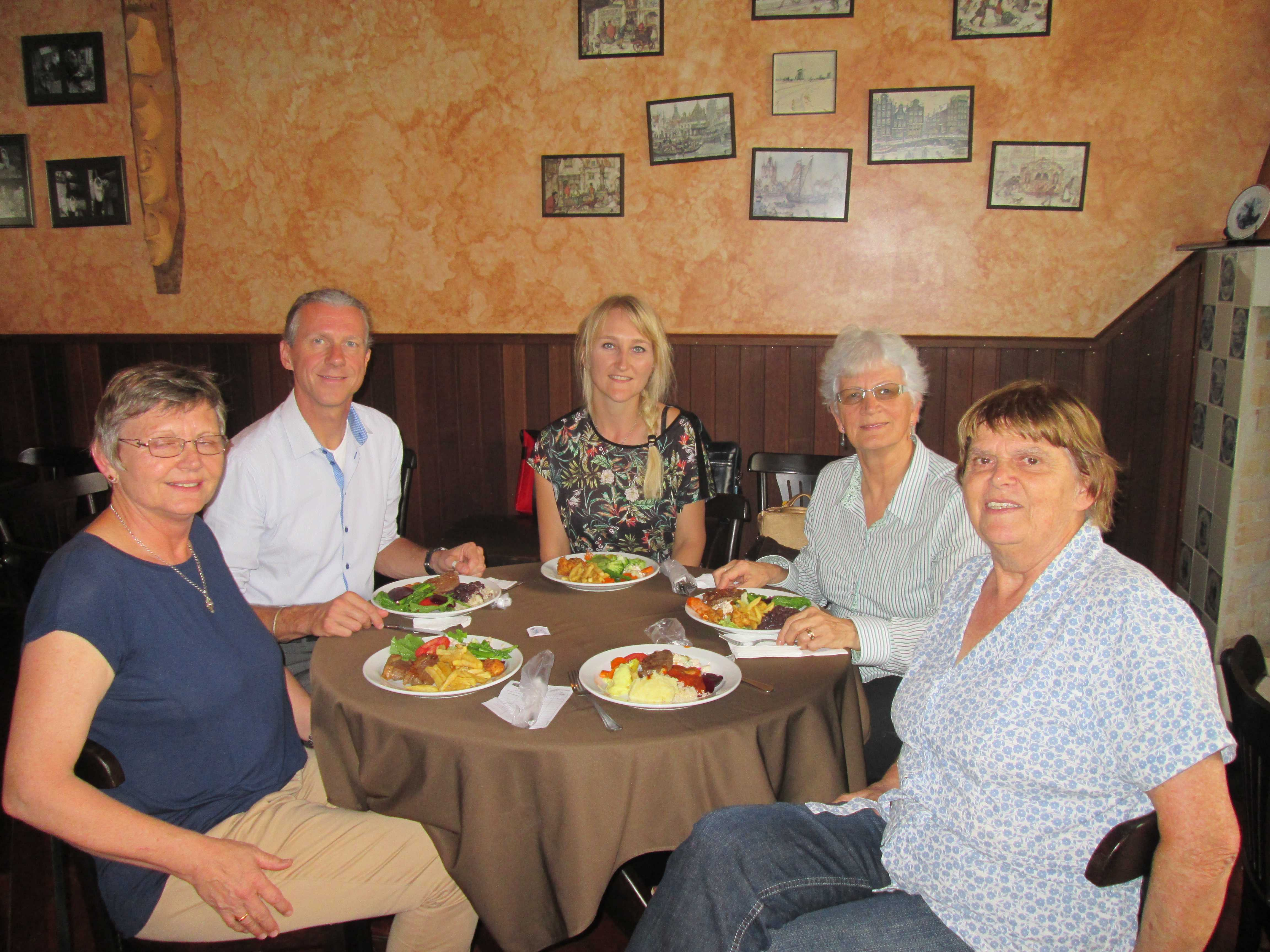 Met de dames van het archief in Castrolanda