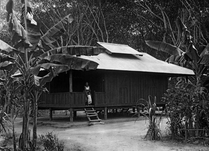 Dubbele woning op plantage Liberta. Foto: Wikimedia Commons